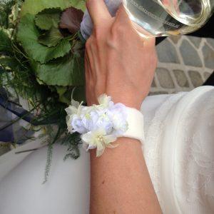 Blumenbänder für Arm und Hals